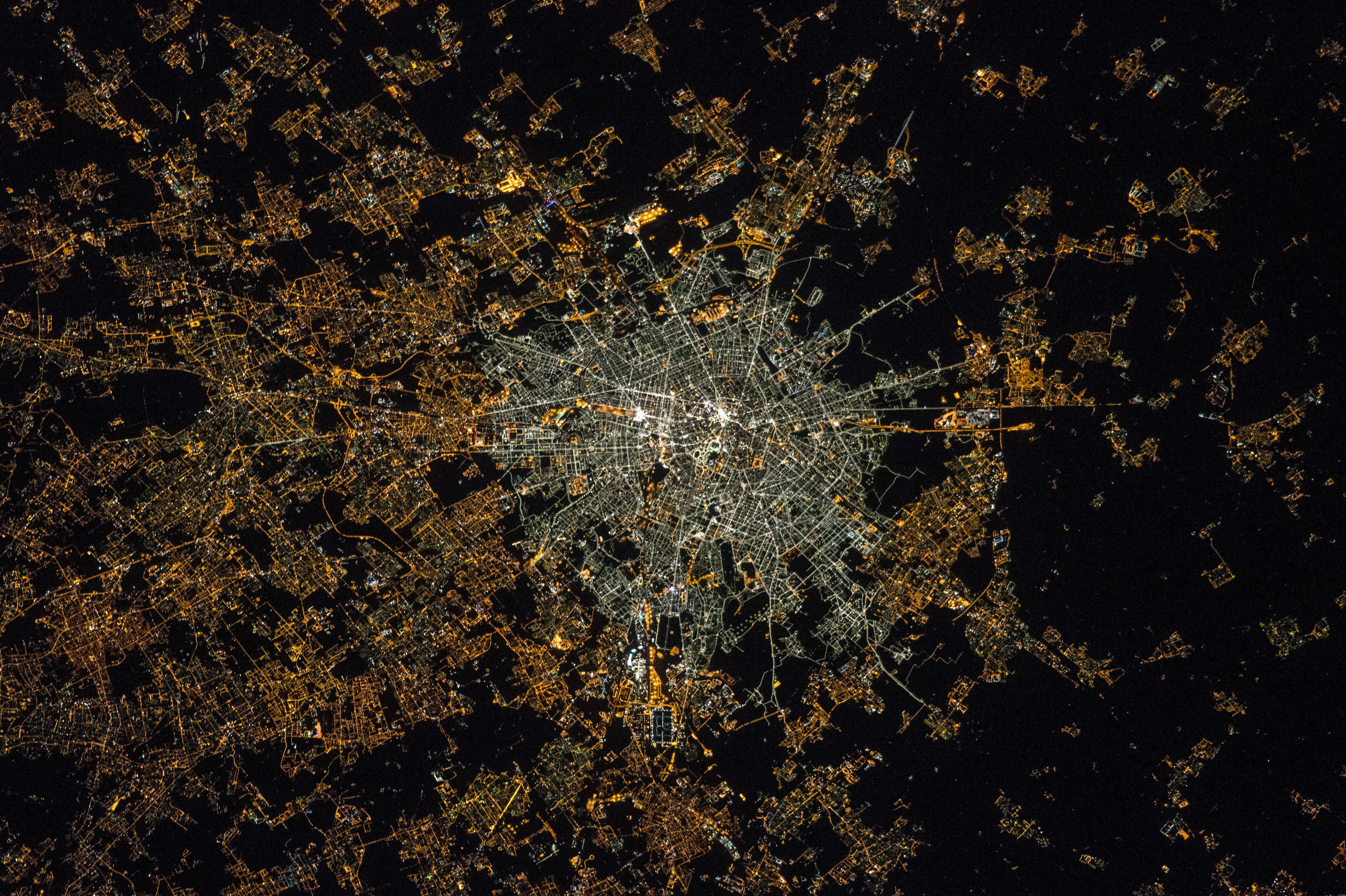 Mediolan sfotografowany ze Stacji ISS. Wykonane przez Samanthę Cristoforetti.