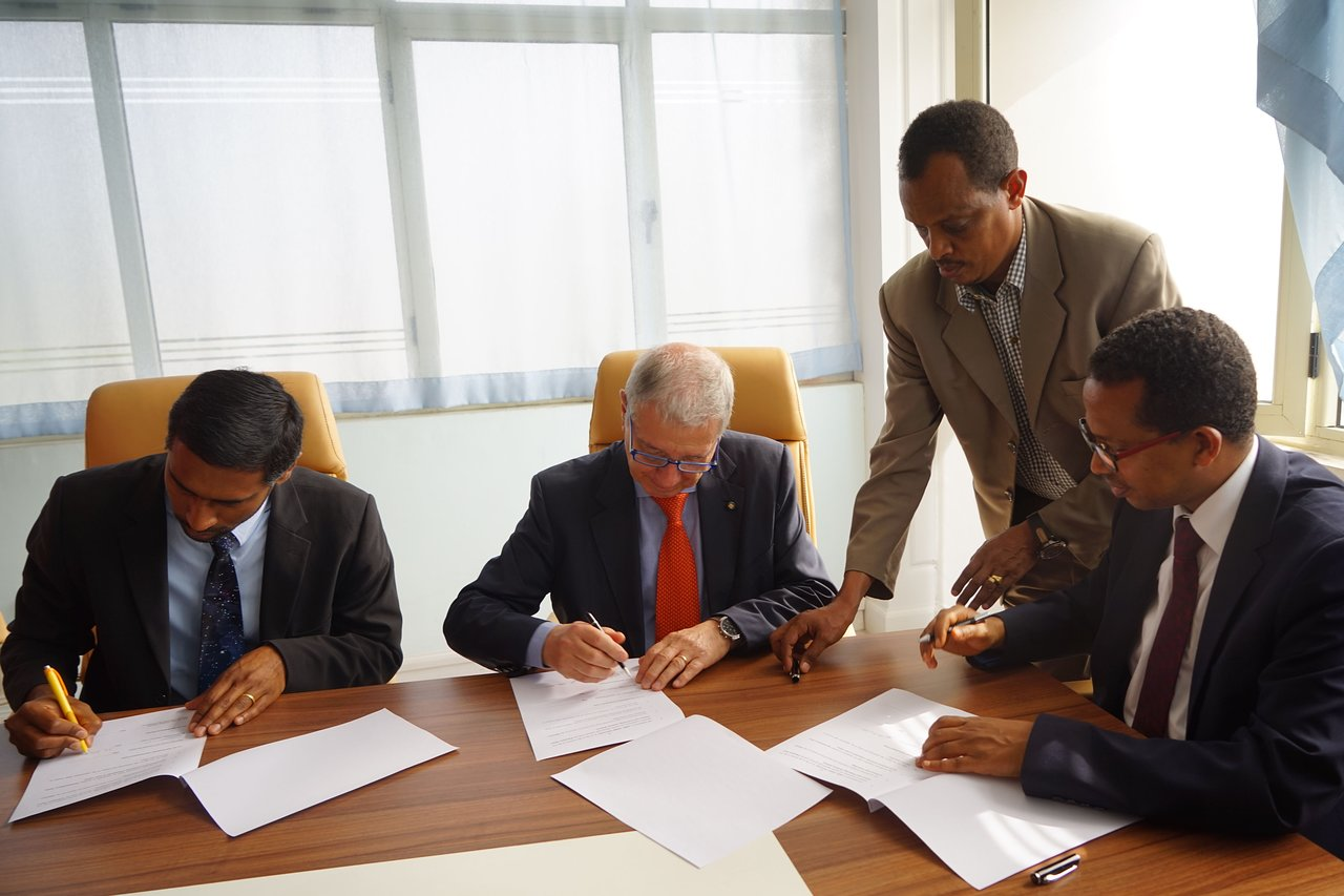 IAU and Ethiopian Ministry of Science and Technology sign addendum concerning East African ROAD