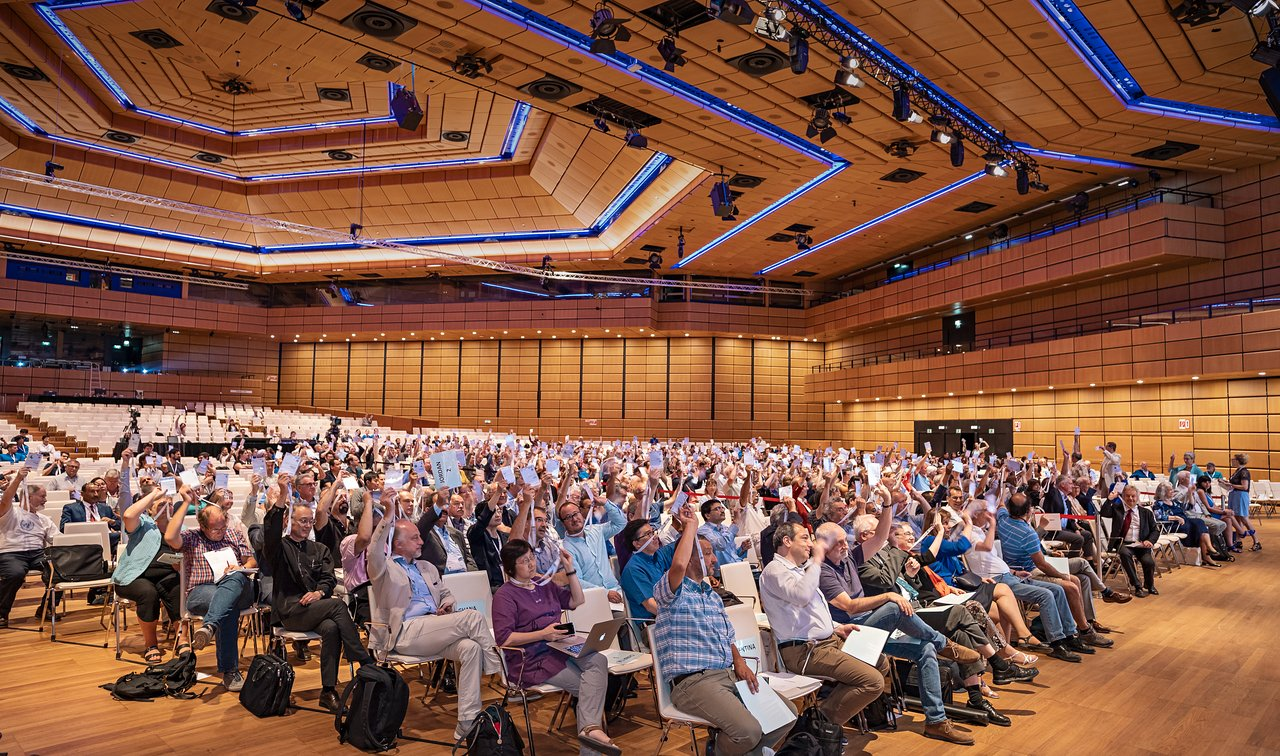 Voting session during the IAU General Assembly Closing Ceremony on 30 August 2018 in Vienna, Austria. Credit: IAU/M. Zamani